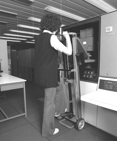 Figure 5.1. Mounting a camera in the FR80 Microfilm Recorder
