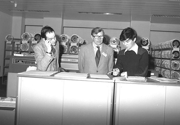 Mike Chiu demonstrates the new Grants system to Geoffrey Allan, Chairman of SRC, May 1978
