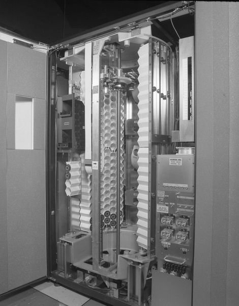 Fig 5.2 Cartridge storage cells and selector of Masstor M860.