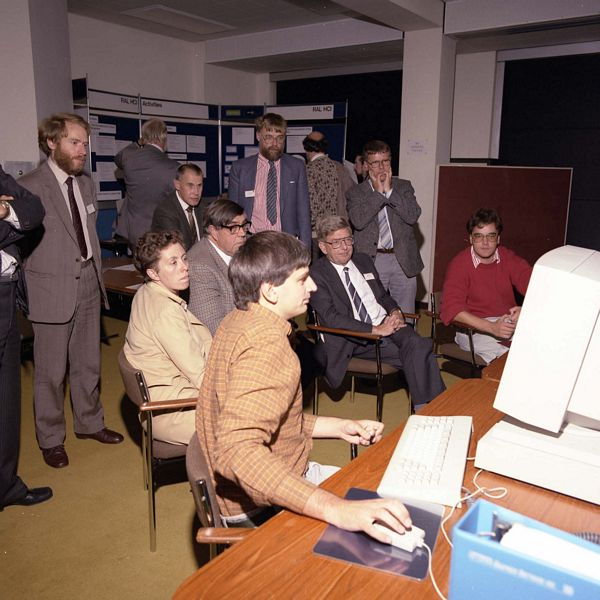 Martin Prime demonstrating UIMS to the Engineering Board Computing Committee, Chairman seated, Malcolm Atkinson standing centre with Bob Hopgood left and Brian Colyer right looking on